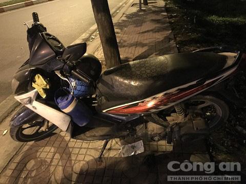 Người đàn ông để lại xe máy đứng trên đường ray, bị tàu hoả tông chết ở Sài Gòn - Ảnh 3.