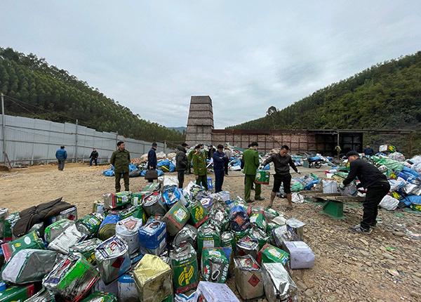 Bắc Giang: Đột nhập lò đốt chất thải nguy hại trái phép, công suất 50 tấn/ngày - Ảnh 2.