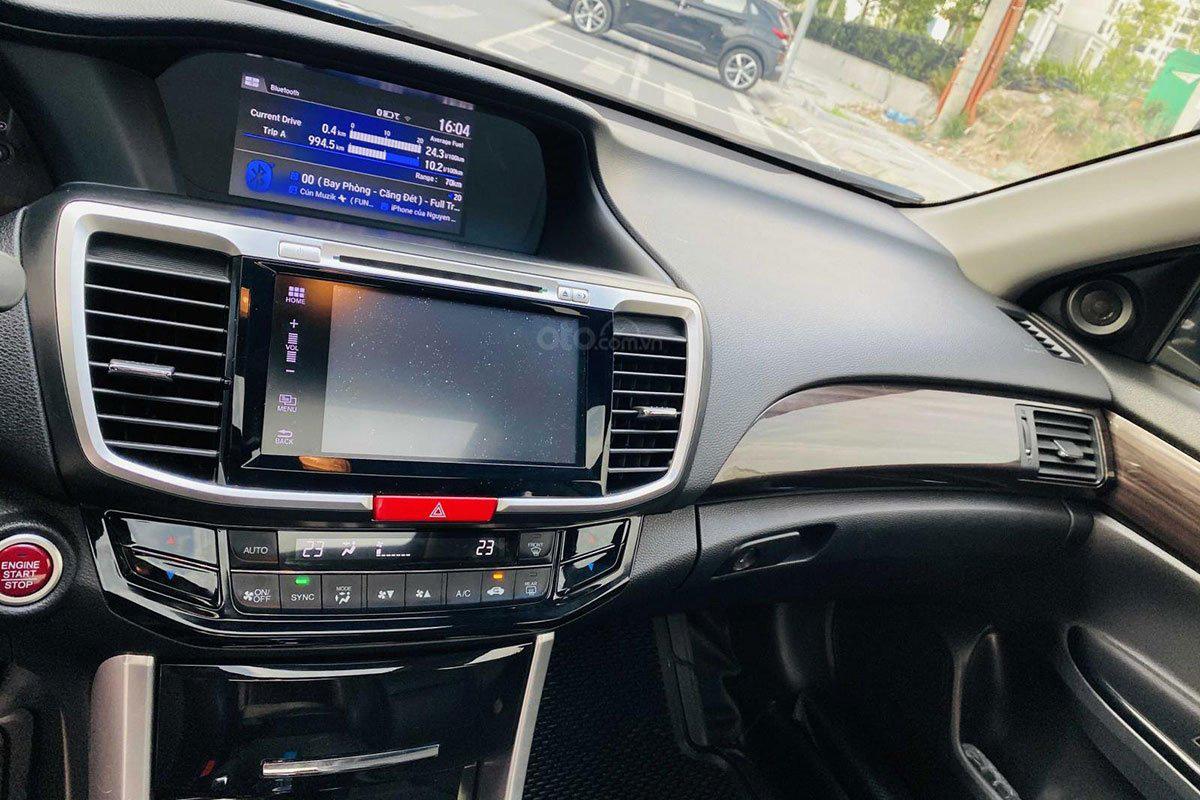 Khu vực điều khiển trung tâm Honda Accord 2017 1