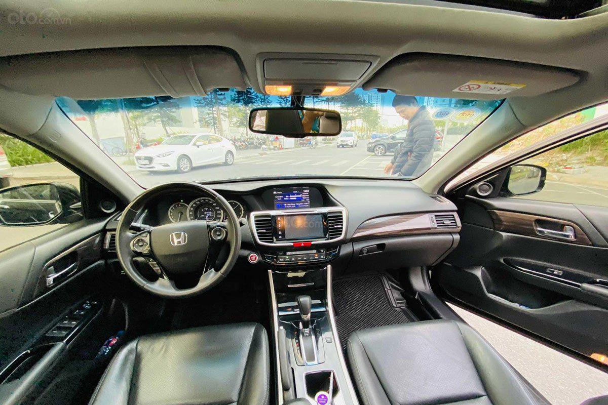 Không gian khoang cabin xe Honda Accord 2017 1