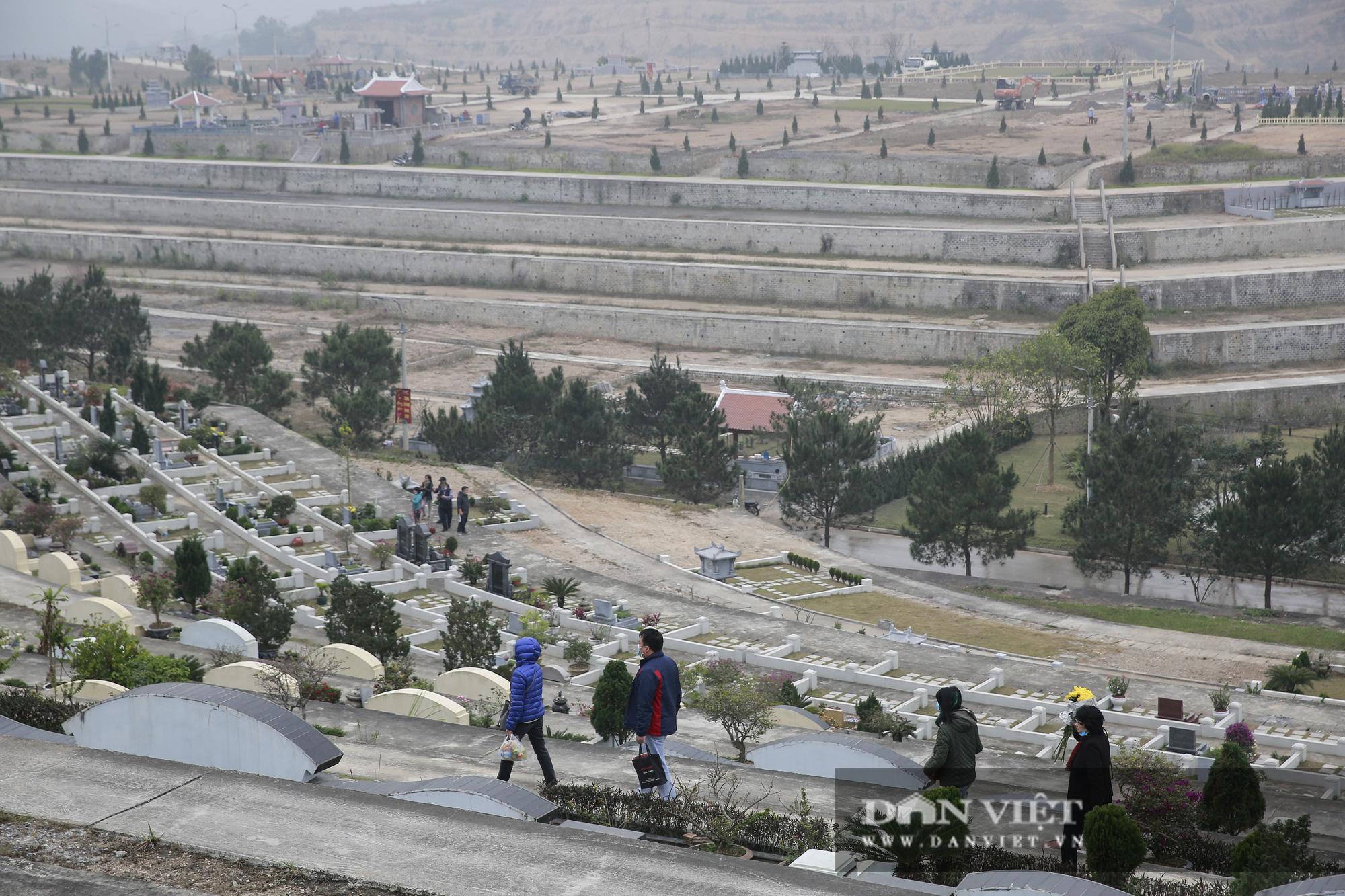Siêu công viên nghĩa trang 5 sao nhộn nhịp những ngày cận Tết Nguyên đán - Ảnh 8.