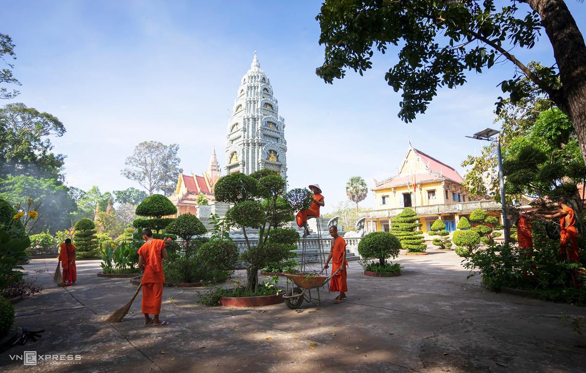 Ngày giáp Tết trong chùa có tượng Phật nằm khổng lồ - Ảnh 1.