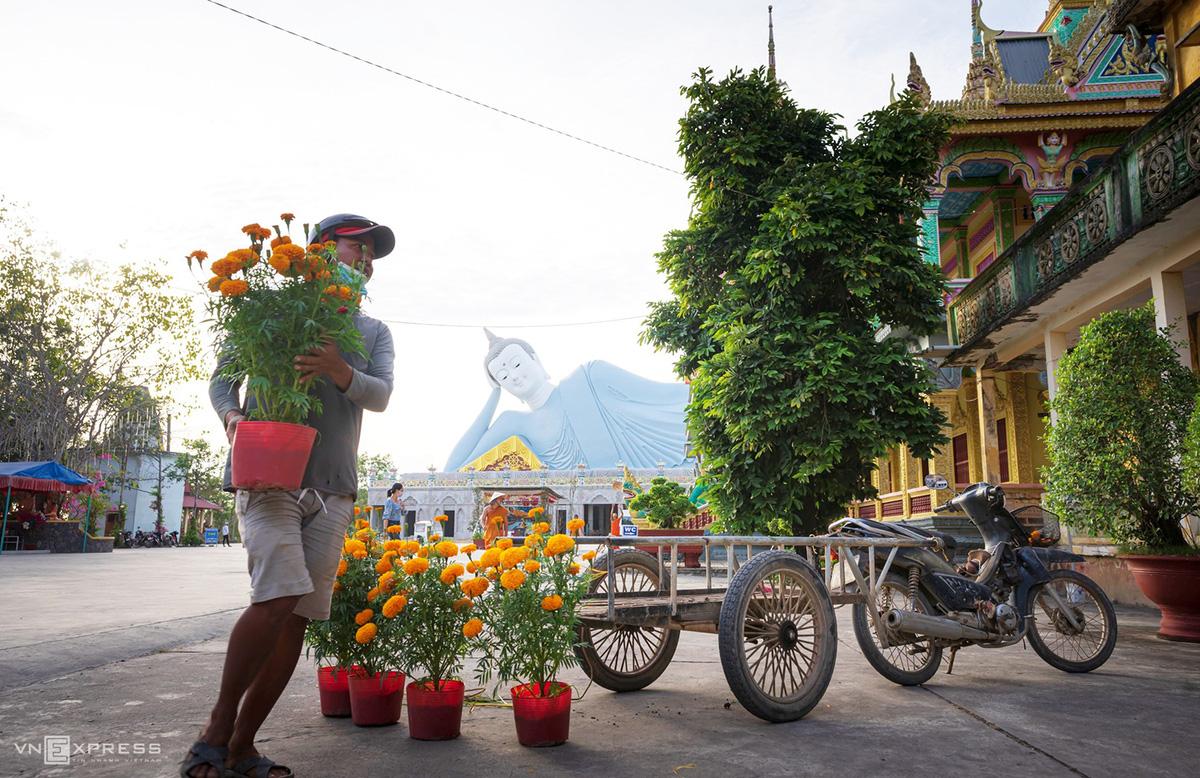 Ngày giáp Tết trong chùa có tượng Phật nằm khổng lồ - Ảnh 7.