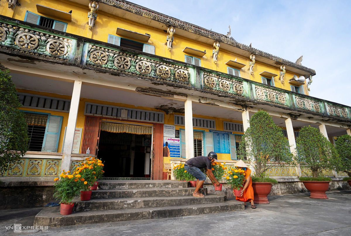 Ngày giáp Tết trong chùa có tượng Phật nằm khổng lồ - Ảnh 8.