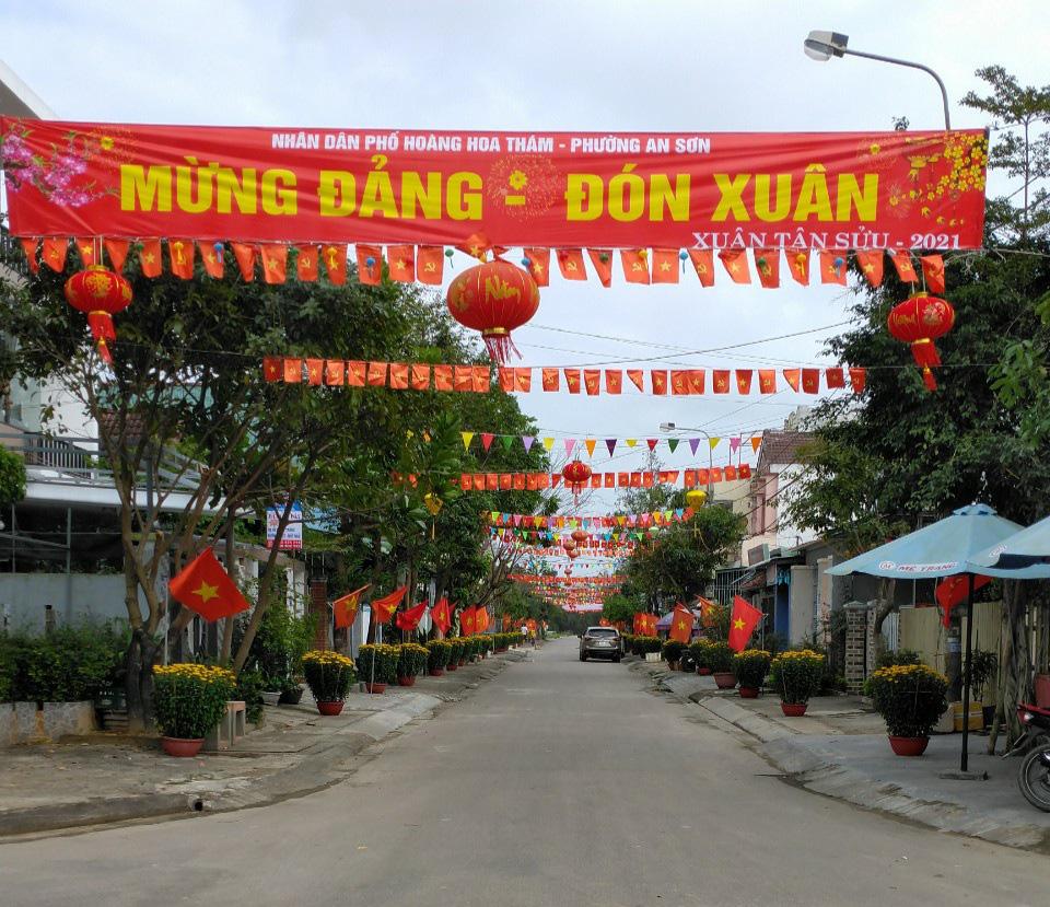 Quảng Nam: Rực rỡ tuyến đường đạt giải nhất cuộc thi trang trí ngày tết - Ảnh 3.