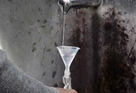 Chuyện lạ: 7.000 người uống nước tại dòng suối thần được chữa lành bệnh tật một cách diệu kỳ - Ảnh 9.