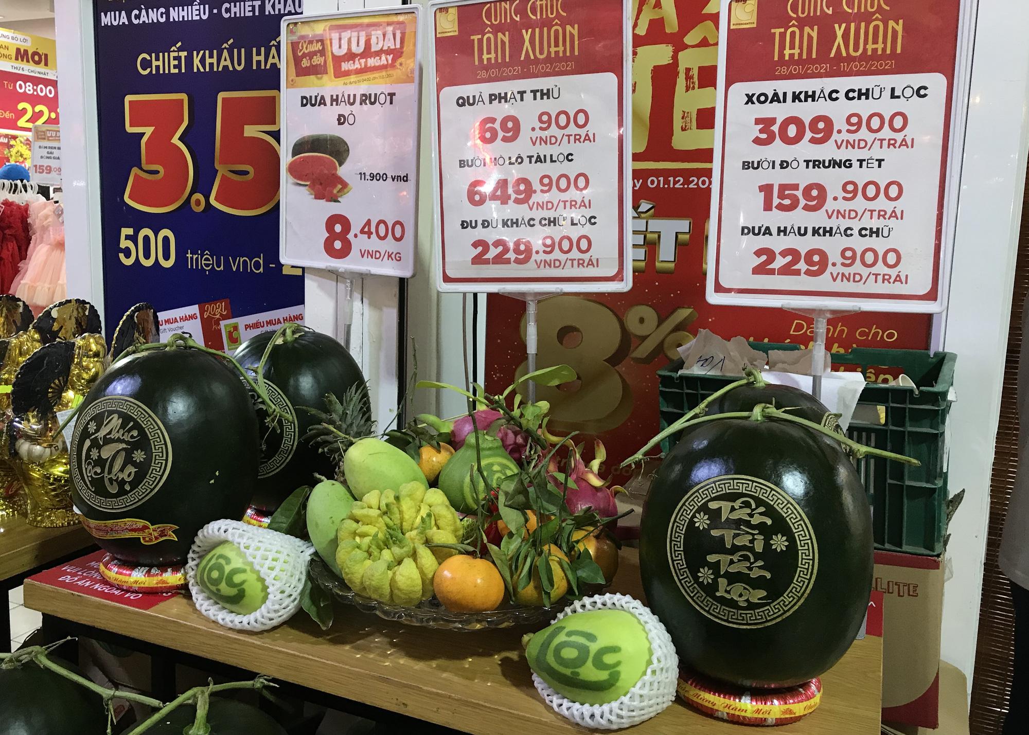 """TP.HCM: Chợ, siêu thị đông nghẹt ngày 29 Tết, """"Tết tới thật rồi"""" - Ảnh 5."""