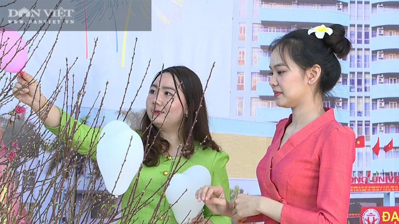 Phú Thọ: Không được về, hơn 200 sinh viên Lào hào hứng đón Tết Việt - Ảnh 5.