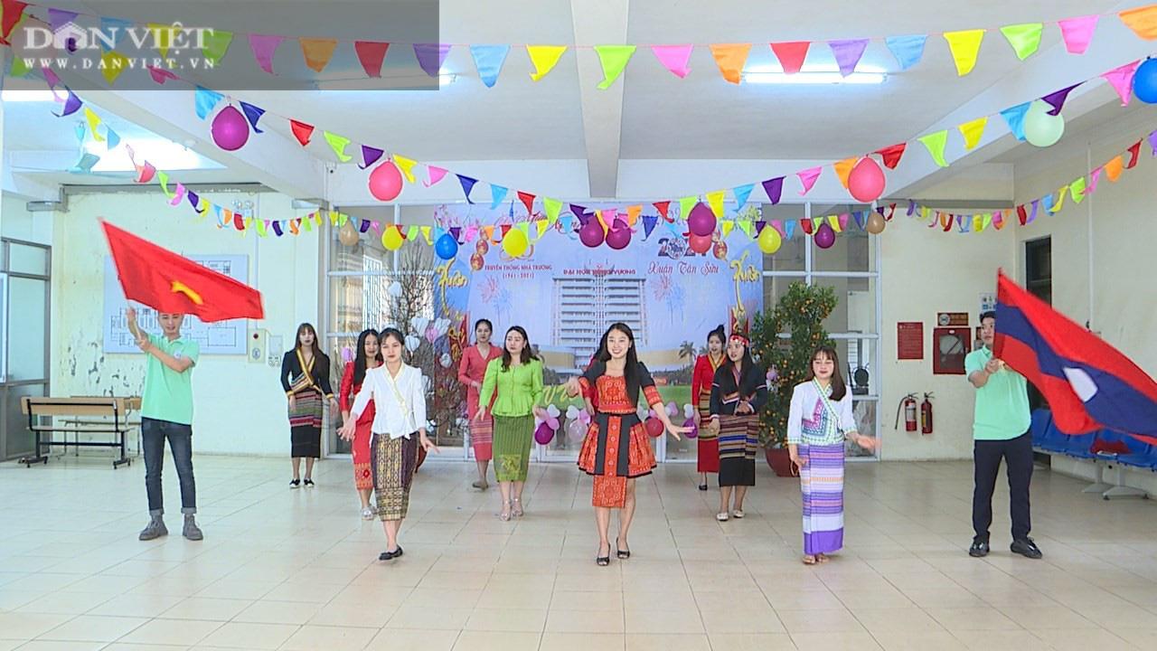 Phú Thọ: Không được về, hơn 200 sinh viên Lào hào hứng đón Tết Việt - Ảnh 3.