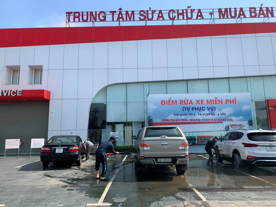 """Dịch vụ rửa ô tô """"hốt bạc"""" trước thềm Tết Tân Sửu 2021 - Ảnh 2."""