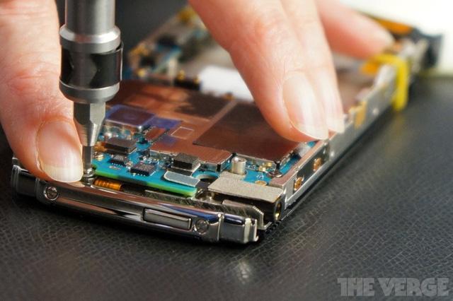 Các máy móc cũng có thể tham gia vào quy trình lắp ráp những chỉ mang tính chất hỗ trợ con người.