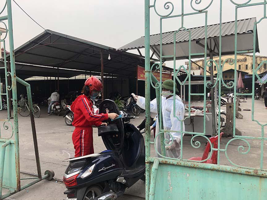 """Tụ điểm dịch vụ vui chơi, công viên đóng cửa: Người dân Quảng Ninh đón Tết """"độc - lạ"""" chưa từng có - Ảnh 5."""