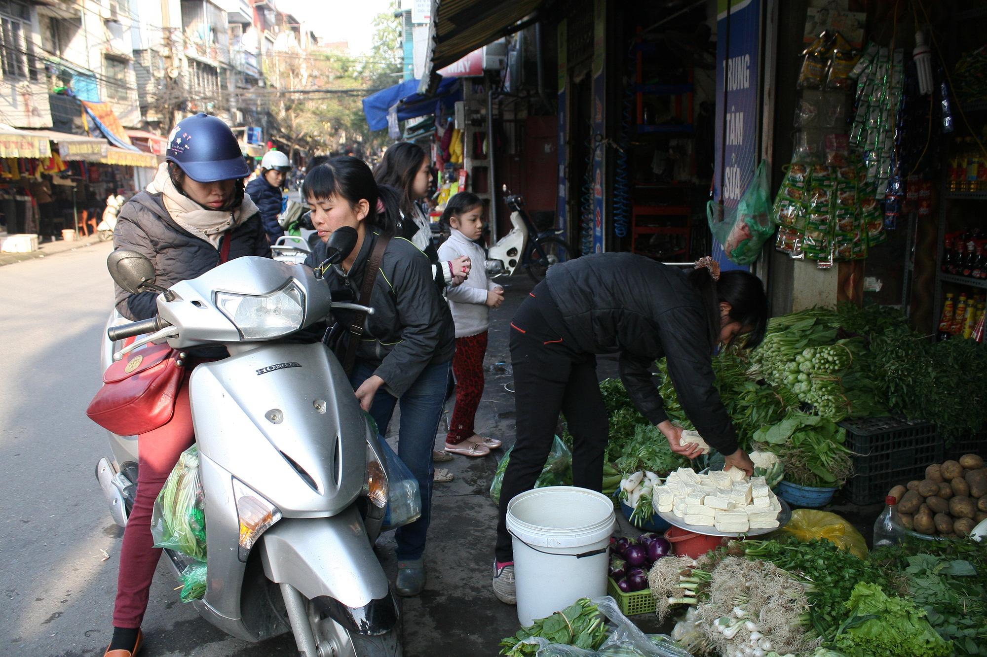 Giá thịt lợn ổn định, thịt gà, bò tăng nhẹ ngày 30 Tết Tân Sửu 2021 - Ảnh 1.