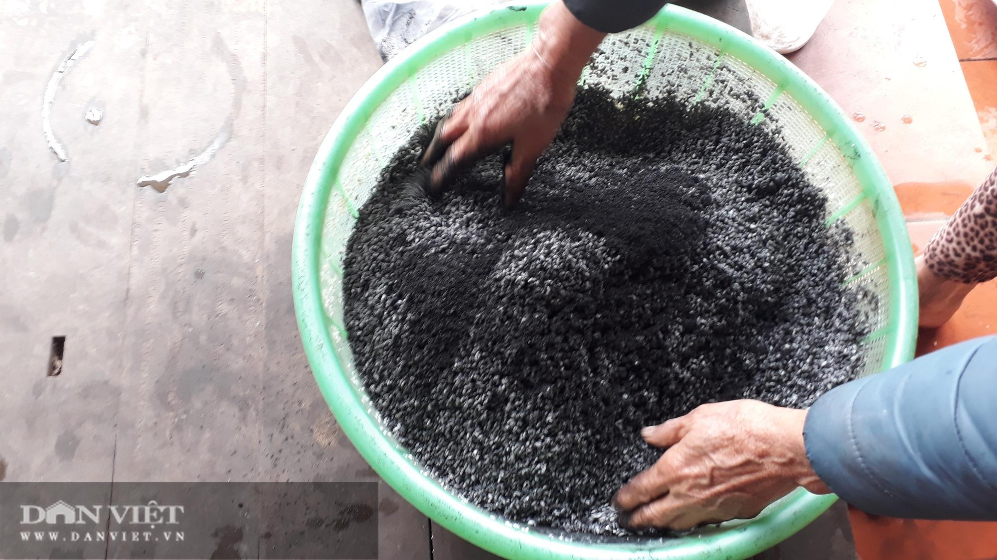 Độc đáo chiếc bánh chưng đen trong Tết cổ truyền của người Tày Văn Chấn Yên Bái - Ảnh 2.