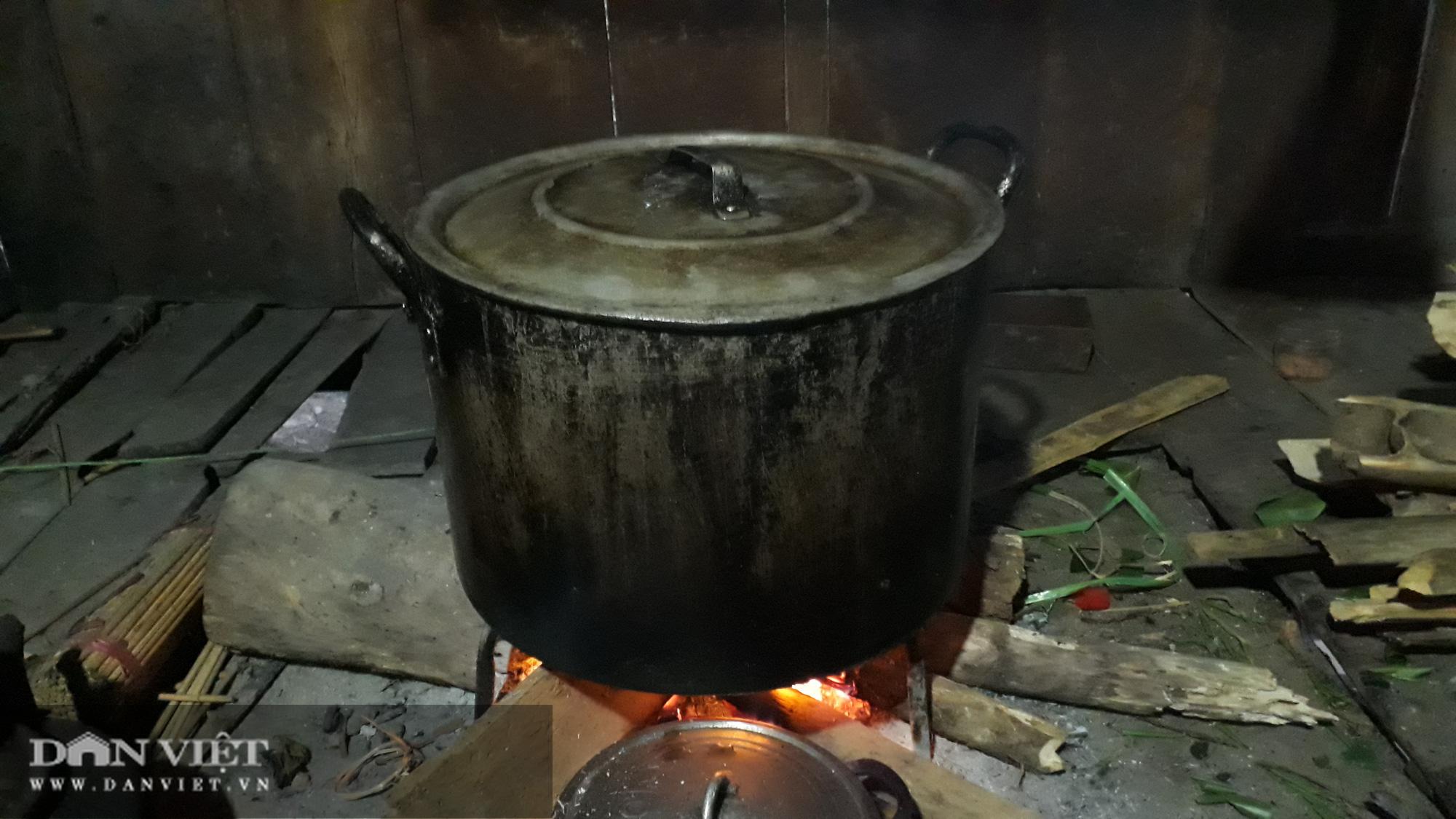 Độc đáo chiếc bánh chưng đen trong Tết cổ truyền của người Tày Văn Chấn Yên Bái - Ảnh 8.