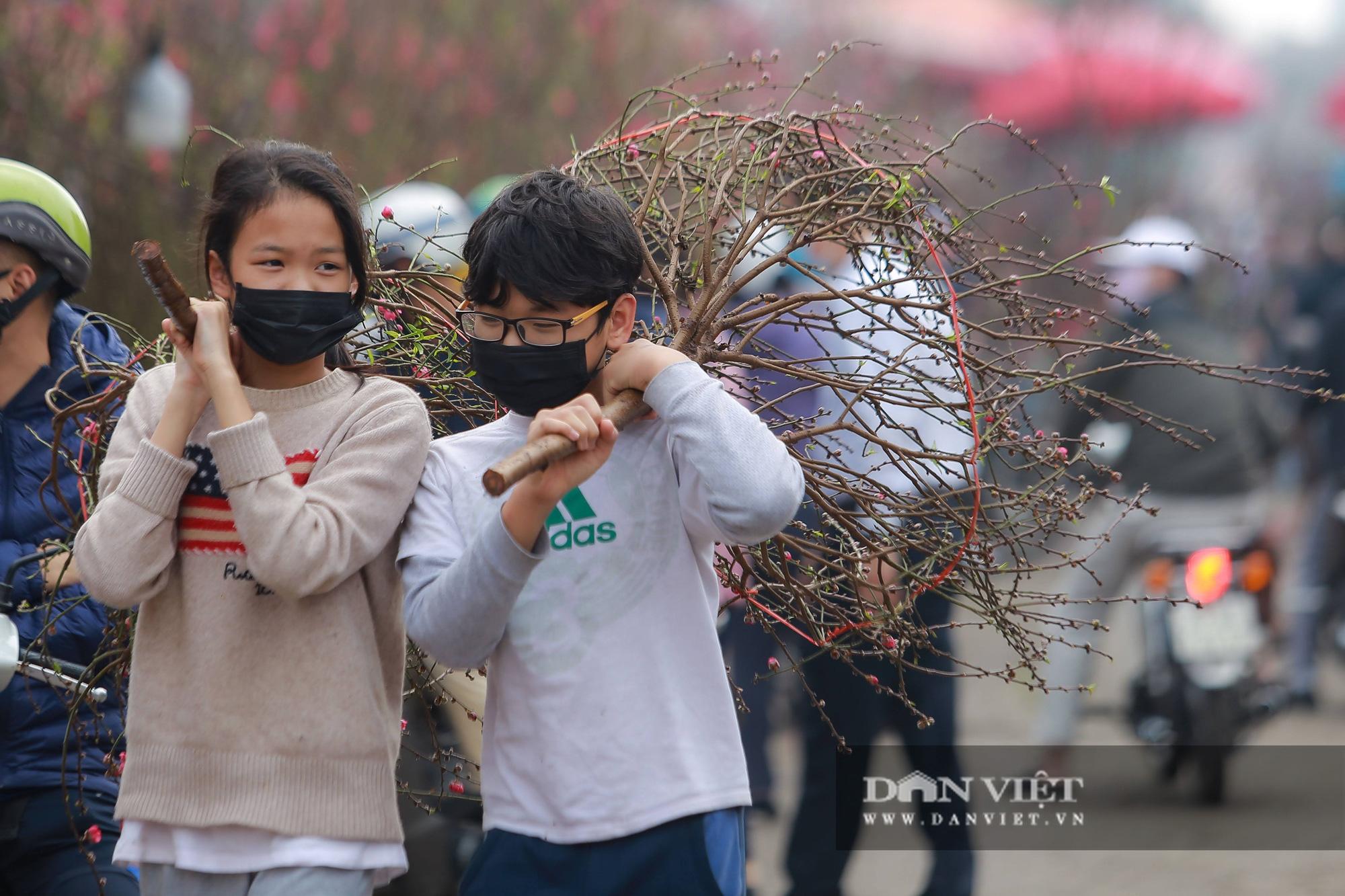 Chợ hoa Quảng Bá tấp nập những ngày cuối năm - Ảnh 7.