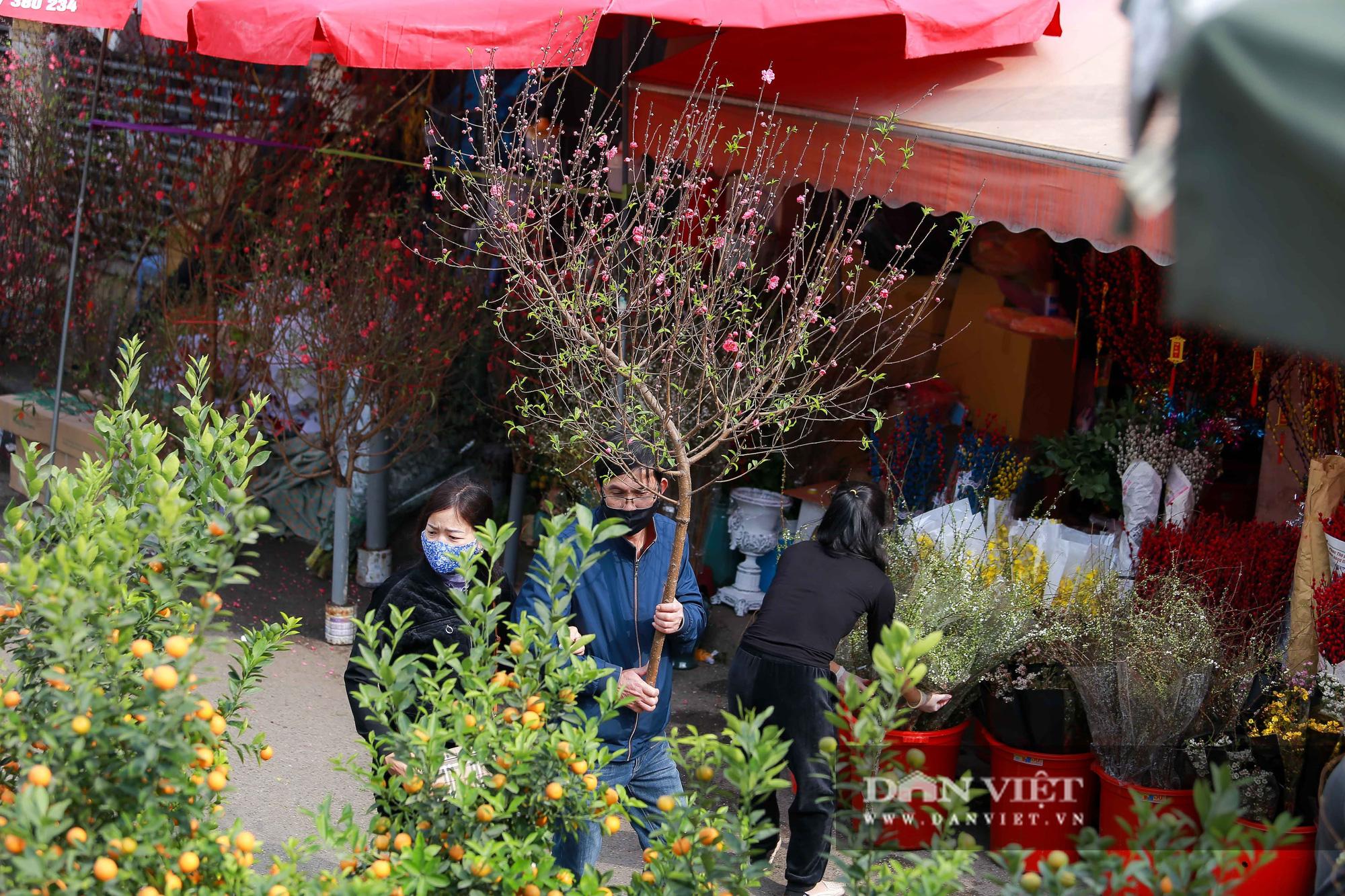 Chợ hoa Quảng Bá tấp nập những ngày cuối năm - Ảnh 10.