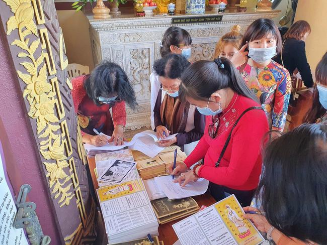 Hà Nội, Đà Nẵng: Các điểm du lịch, chùa đông nghịt người đi lễ chùa đầu năm - Ảnh 12.