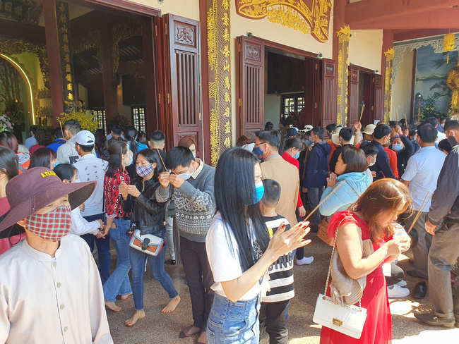 Hà Nội, Đà Nẵng: Các điểm du lịch, chùa đông nghịt người đi lễ chùa đầu năm - Ảnh 11.
