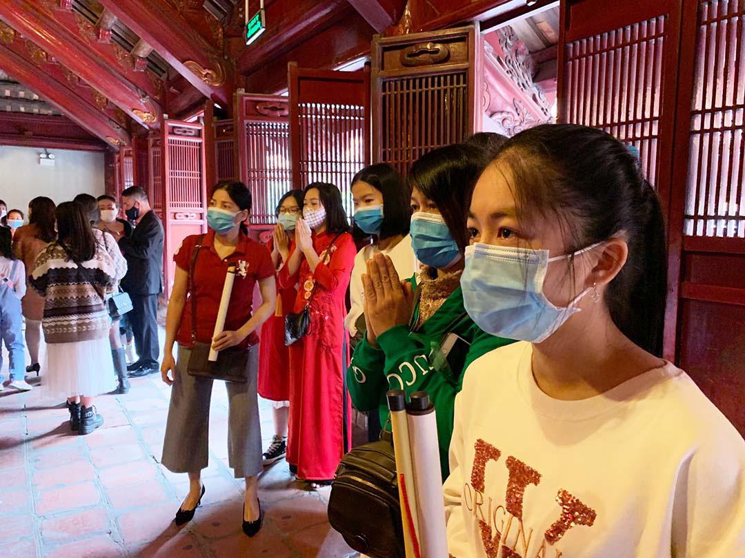 Hà Nội, Đà Nẵng: Các điểm du lịch, chùa đông nghịt người đi lễ chùa đầu năm - Ảnh 6.