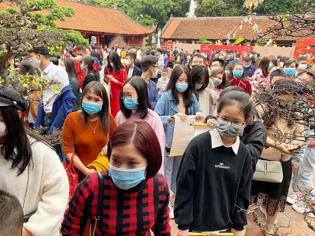 Hà Nội, Đà Nẵng: Các điểm du lịch, chùa đông nghịt người đi lễ chùa đầu năm - Ảnh 7.