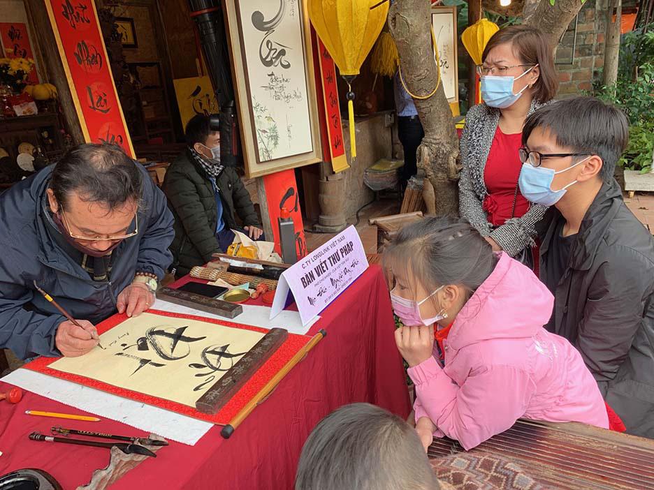 Hà Nội, Đà Nẵng: Các điểm du lịch, chùa đông nghịt người đi lễ chùa đầu năm - Ảnh 15.