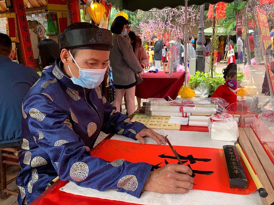 Hà Nội, Đà Nẵng: Các điểm du lịch, chùa đông nghịt người đi lễ chùa đầu năm - Ảnh 14.