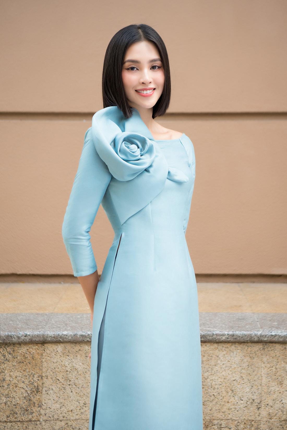 Đỗ Mỹ Linh, Trần Tiểu Vy gợi ý cách mặc áo dài Tết đẹp như hoa hậu - Ảnh 7.
