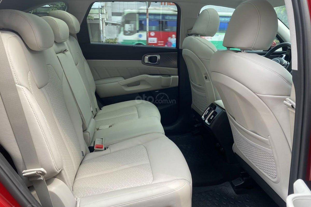 Không gian hàng ghế thứ 2 trên xe Kia Sorento 2021 1