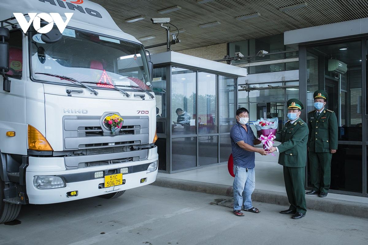 Đầu xuân năm mới, 160 tấn thanh long trồng ở tỉnh Long An xuất khẩu thành công qua cửa khẩu nào quốc tế nào? - Ảnh 1.