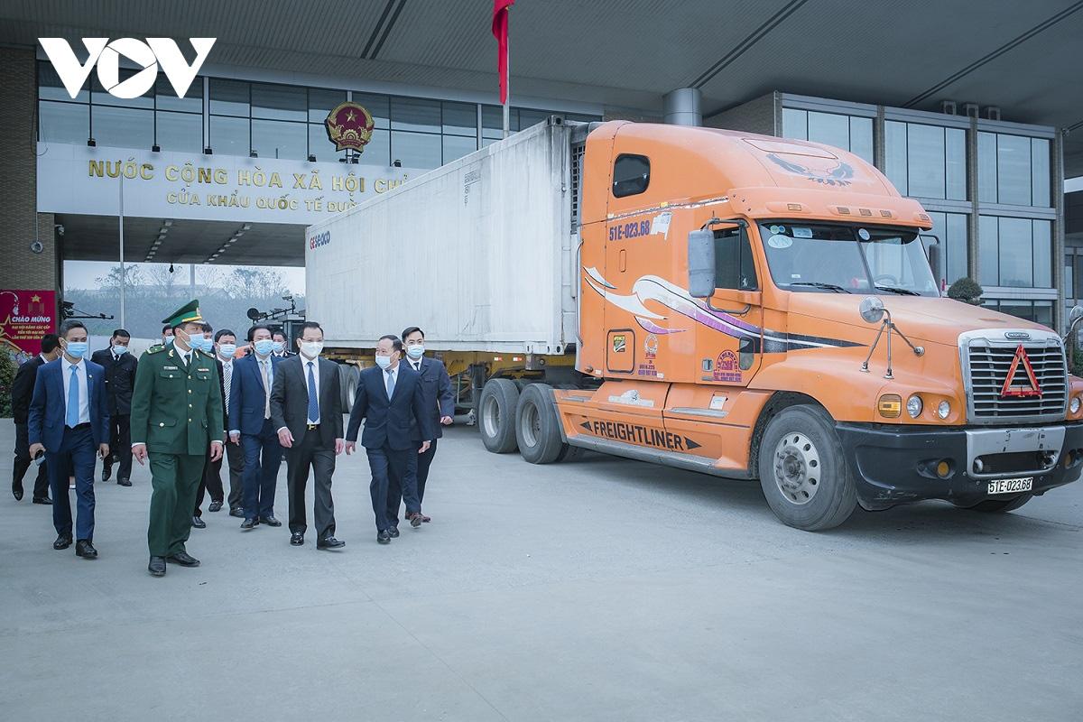 Đầu xuân năm mới, 160 tấn thanh long trồng ở tỉnh Long An xuất khẩu thành công qua cửa khẩu nào quốc tế nào? - Ảnh 2.