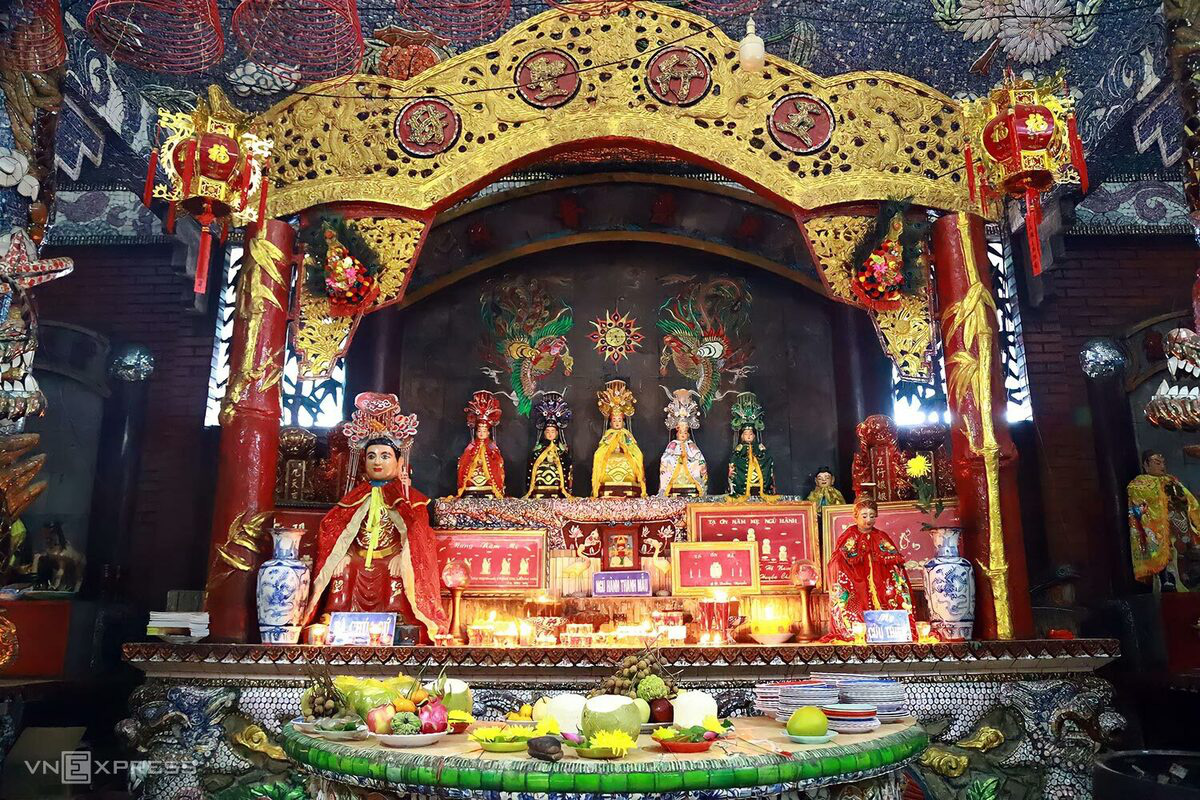 5 chốn cầu duyên linh thiêng ở Sài Gòn - Ảnh 2.