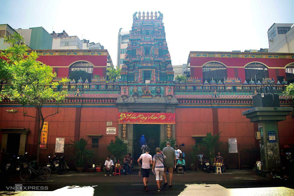 5 chốn cầu duyên linh thiêng ở Sài Gòn - Ảnh 11.