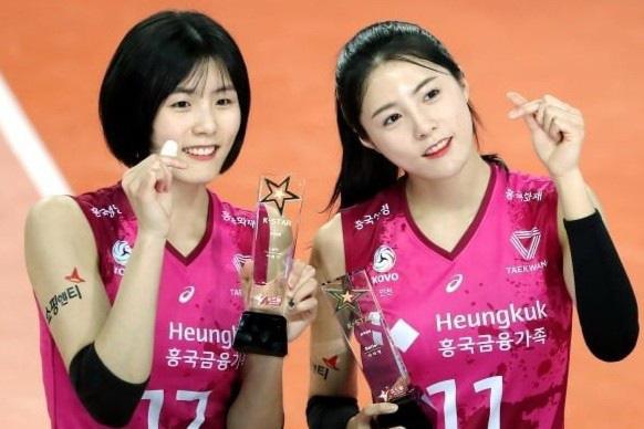 Cặp chị em ngôi sao bóng chuyền tuyển Hàn Quốc.