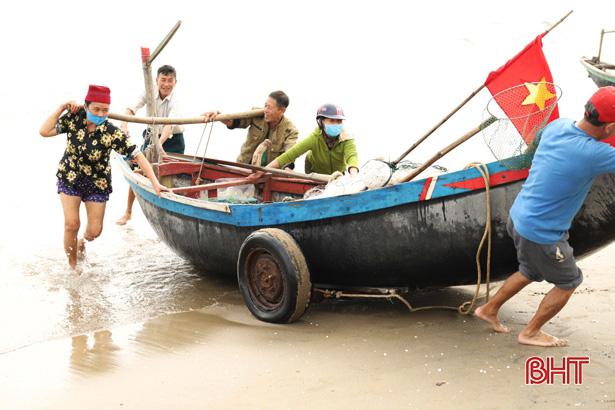 Hà Tĩnh: Ngư dân trúng đậm loại cá nhão như cháo, được dân nhậu lùng mua, mỗi tàu lãi 5-7 triệu - Ảnh 1.