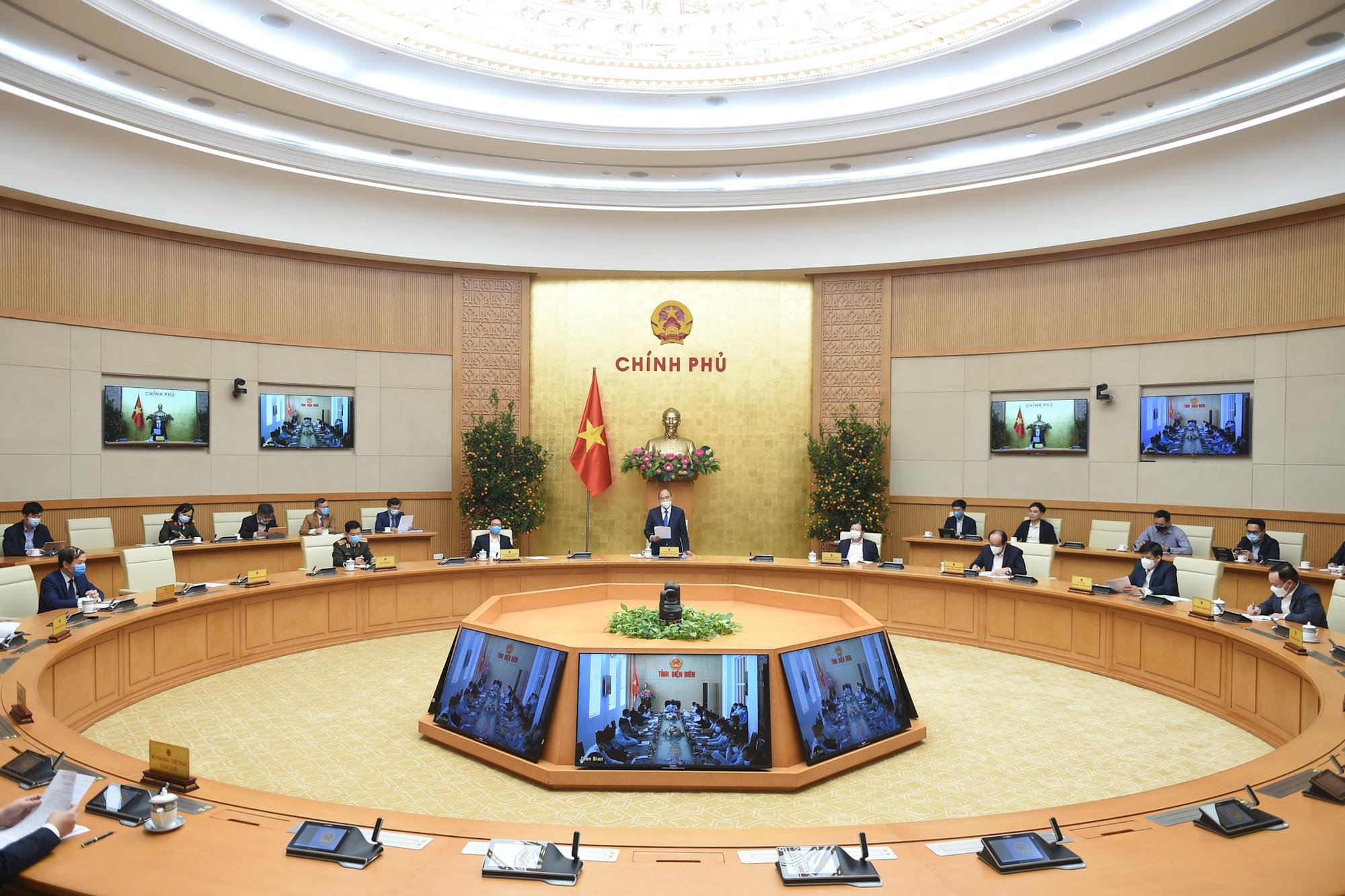 Thủ tướng Nguyễn Xuân Phúc: Chuẩn bị sẵn sàng cách ly lớn khi tình huống xấu xảy ra - Ảnh 2.