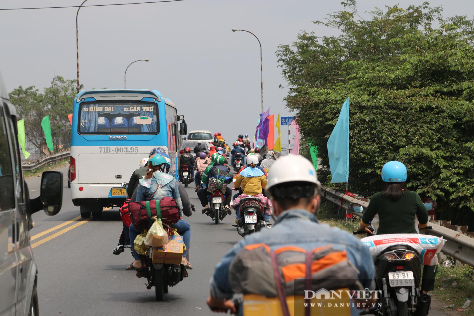 Người dân miền Tây về TP.HCM ngày mùng 5 Tết: Di chuyển dễ dàng - Ảnh 8.