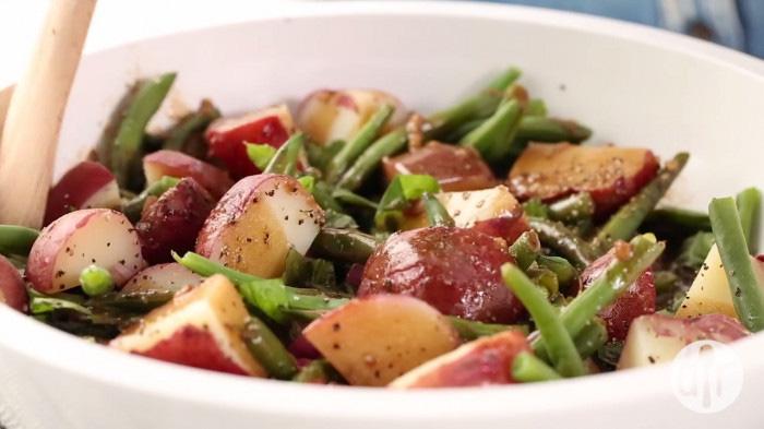 Clip: Lạ miệng với món salad khoai tây đậu đũa giảm cân, đỡ ngán - Ảnh 2.