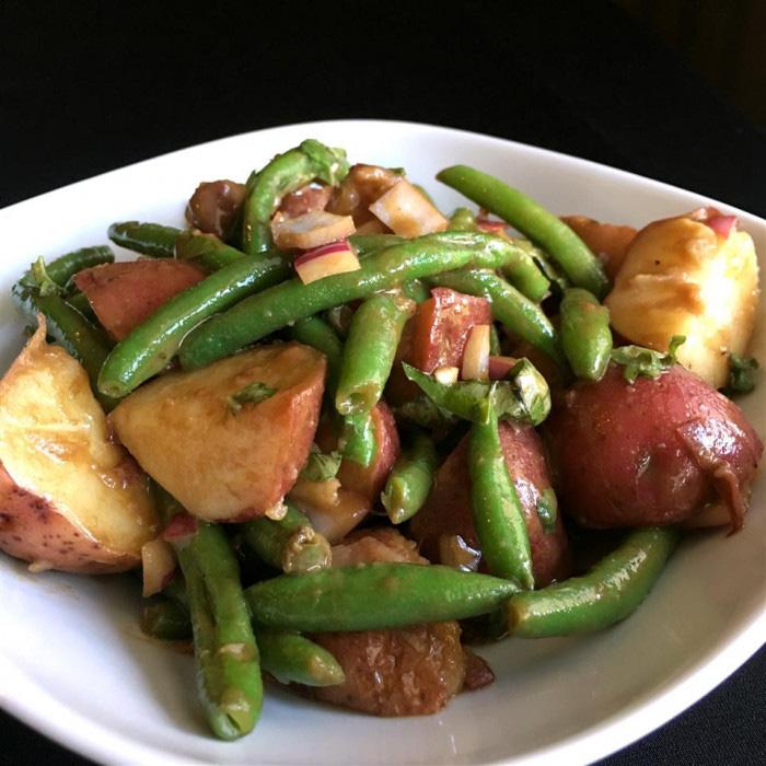 Clip: Lạ miệng với món salad khoai tây đậu đũa giảm cân, đỡ ngán - Ảnh 1.