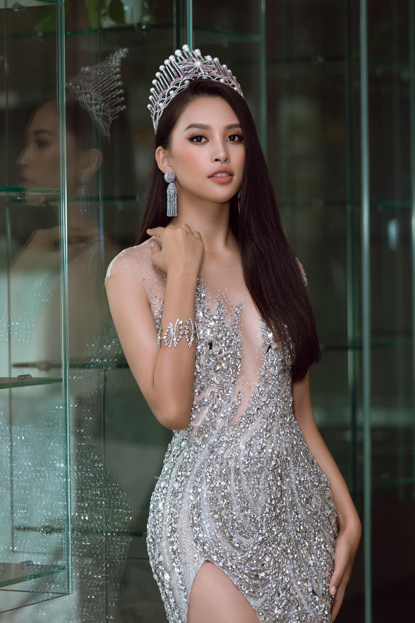 """Hoa hậu Trần Tiểu Vy: Tôi hơi """"tham lam"""" chọn người yêu chuẩn """"soái ca"""", cộng điểm cho trai đẹp - Ảnh 2."""