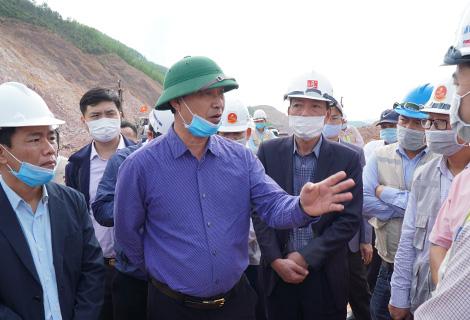 Thứ trưởng Bộ GTVT: Hạn chế tối đa thiếu sót tại dự án cao tốc Cam Lộ- La Sơn - Ảnh 1.