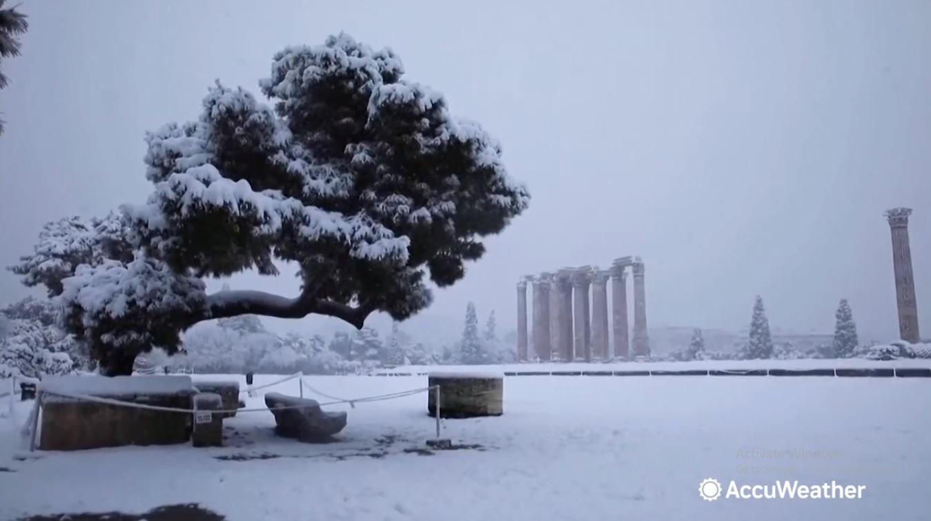 Clip: Hy Lạp chìm trong bão tuyết kỷ lục không kém gì nước Mỹ - Ảnh 2.