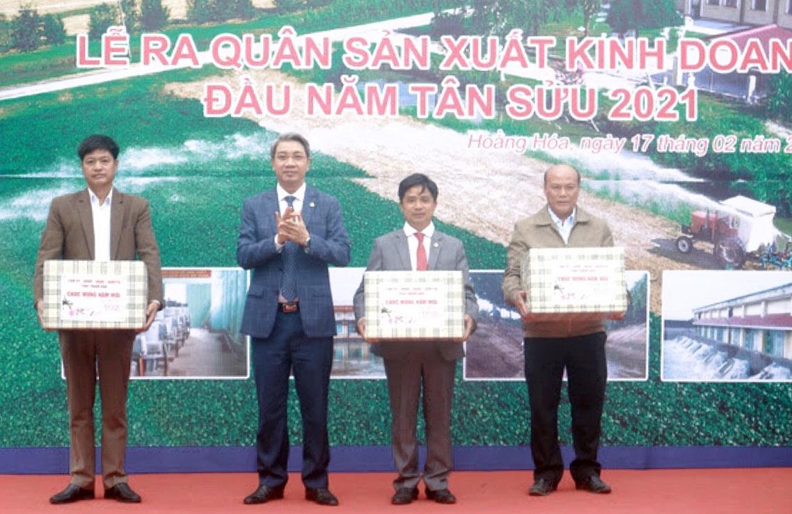 Chùm ảnh: Phó Chủ tịch UBND tỉnh Thanh Hóa Lê Đức Giang dự lễ ra quân, kiểm tra sản xuất đầu năm - Ảnh 5.
