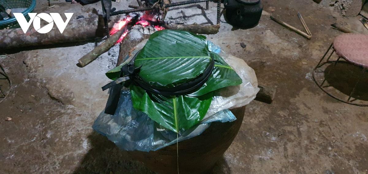 Đem thịt lợn ủ mới muối tinh và cơm tẻ ngày Tết của đồng bào Dao Sơn La - Ảnh 2.