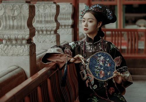 Vị hoàng hậu xinh đẹp, danh giá nhưng chưa từng được chồng chạm vào người - Ảnh 3.