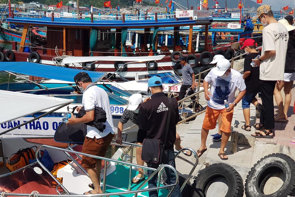 Nha Trang: Du khách đi tour biển đảo thưa vắng dịp Tết - Ảnh 1.