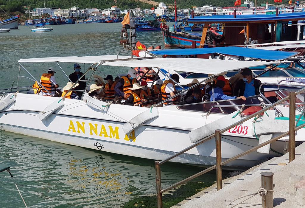 Nha Trang: Du khách đi tour biển đảo thưa vắng dịp Tết - Ảnh 2.