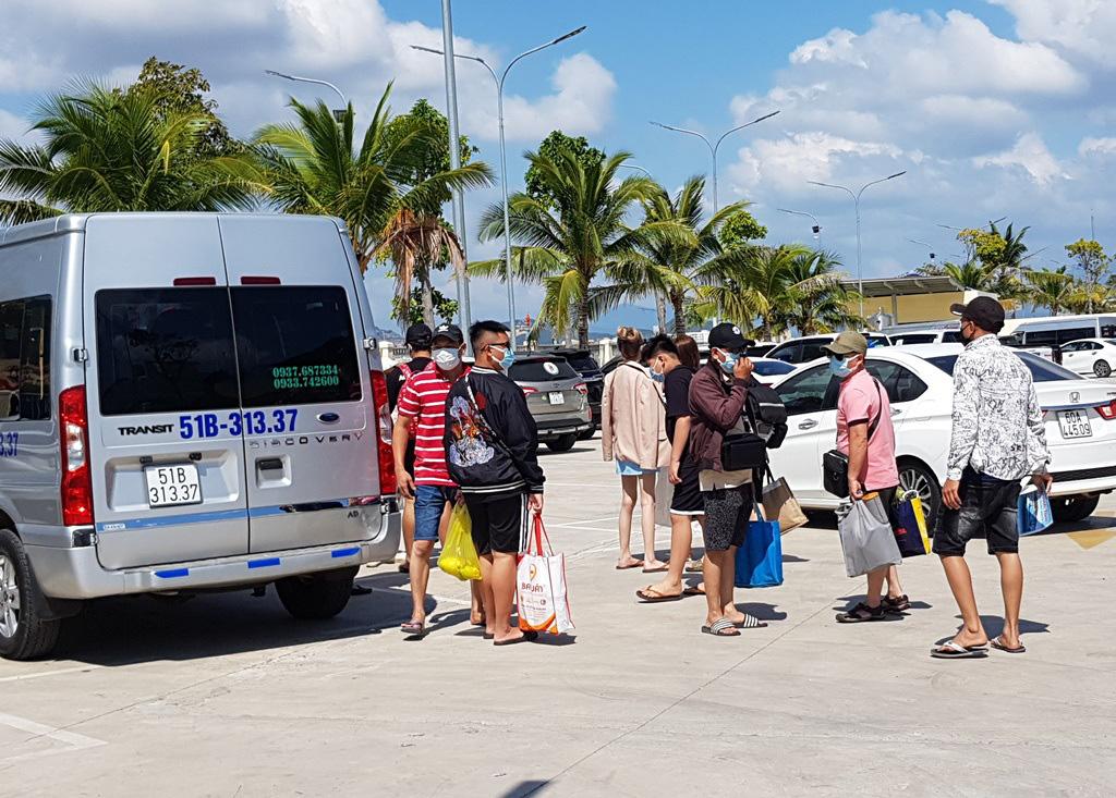 Nha Trang: Du khách đi tour biển đảo thưa vắng dịp Tết - Ảnh 4.