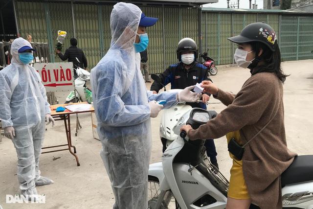 Người dân tâm dịch thành phố Chí Linh đi chợ bằng thẻ theo ngày chẵn lẻ - Ảnh 3.