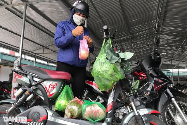 Người dân tâm dịch thành phố Chí Linh đi chợ bằng thẻ theo ngày chẵn lẻ - Ảnh 6.